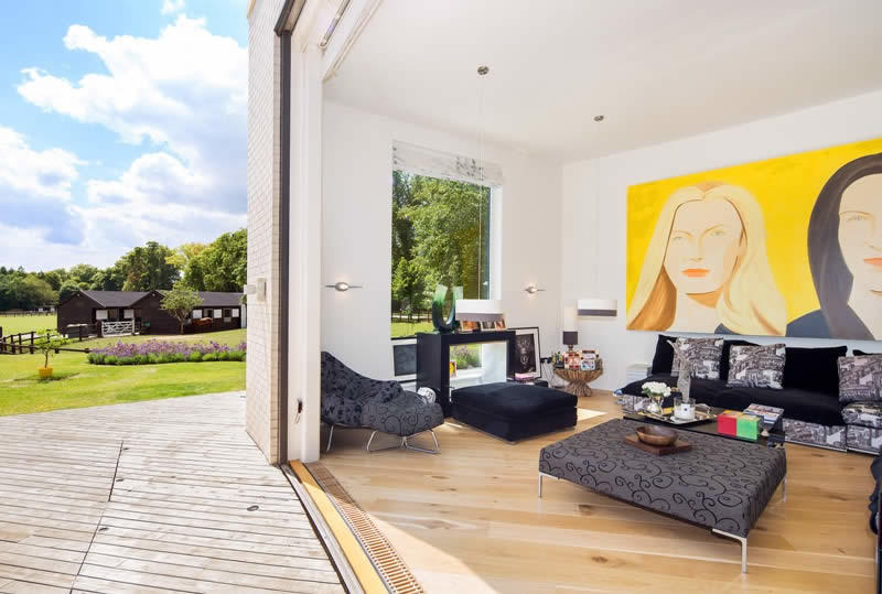 superbe domaine louer manoir moderne avec immenses baies vitr es et installations questres. Black Bedroom Furniture Sets. Home Design Ideas