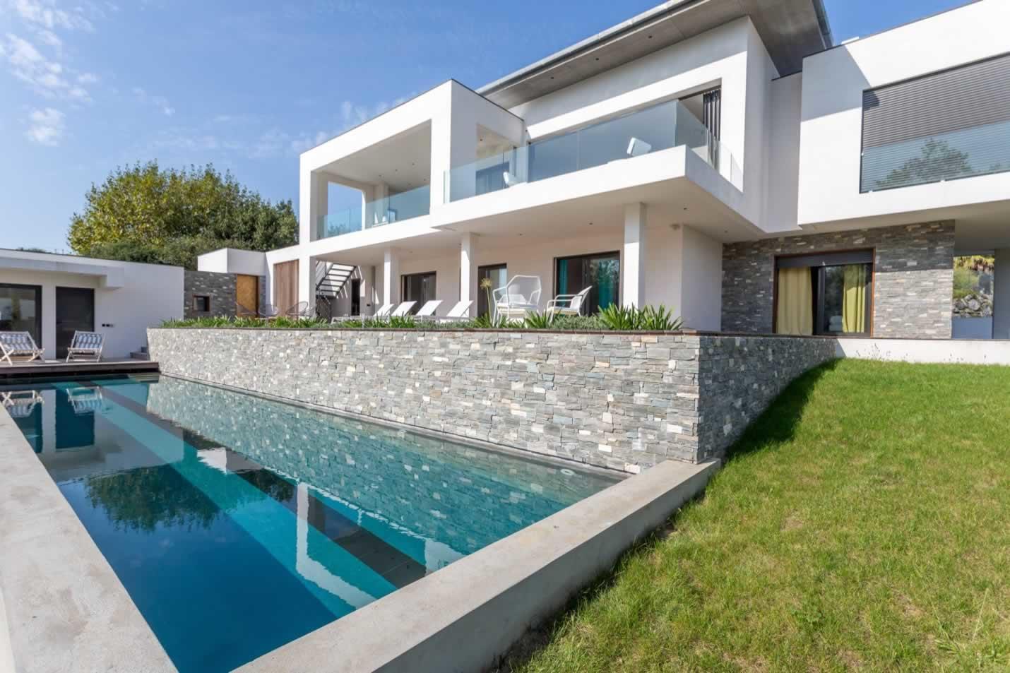 Tr s belle maison d architecte louer pr s du centre de - Maison a louer vacances avec piscine ...