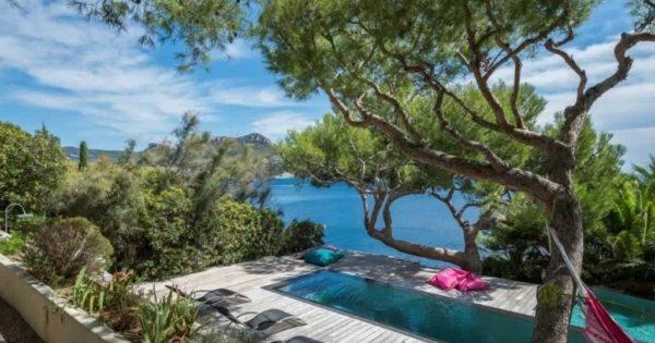 sublime-waterfront-villa-for-sale-cassis-landscaped-lawn-large-windows-swimming-pools-view-cap-canaille