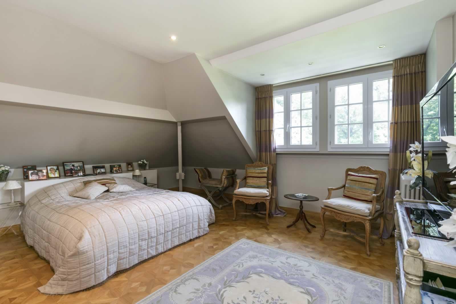 elegante-maison-familiale-a-vendre-rueil-malmaison-parc-piscine-garage-cave