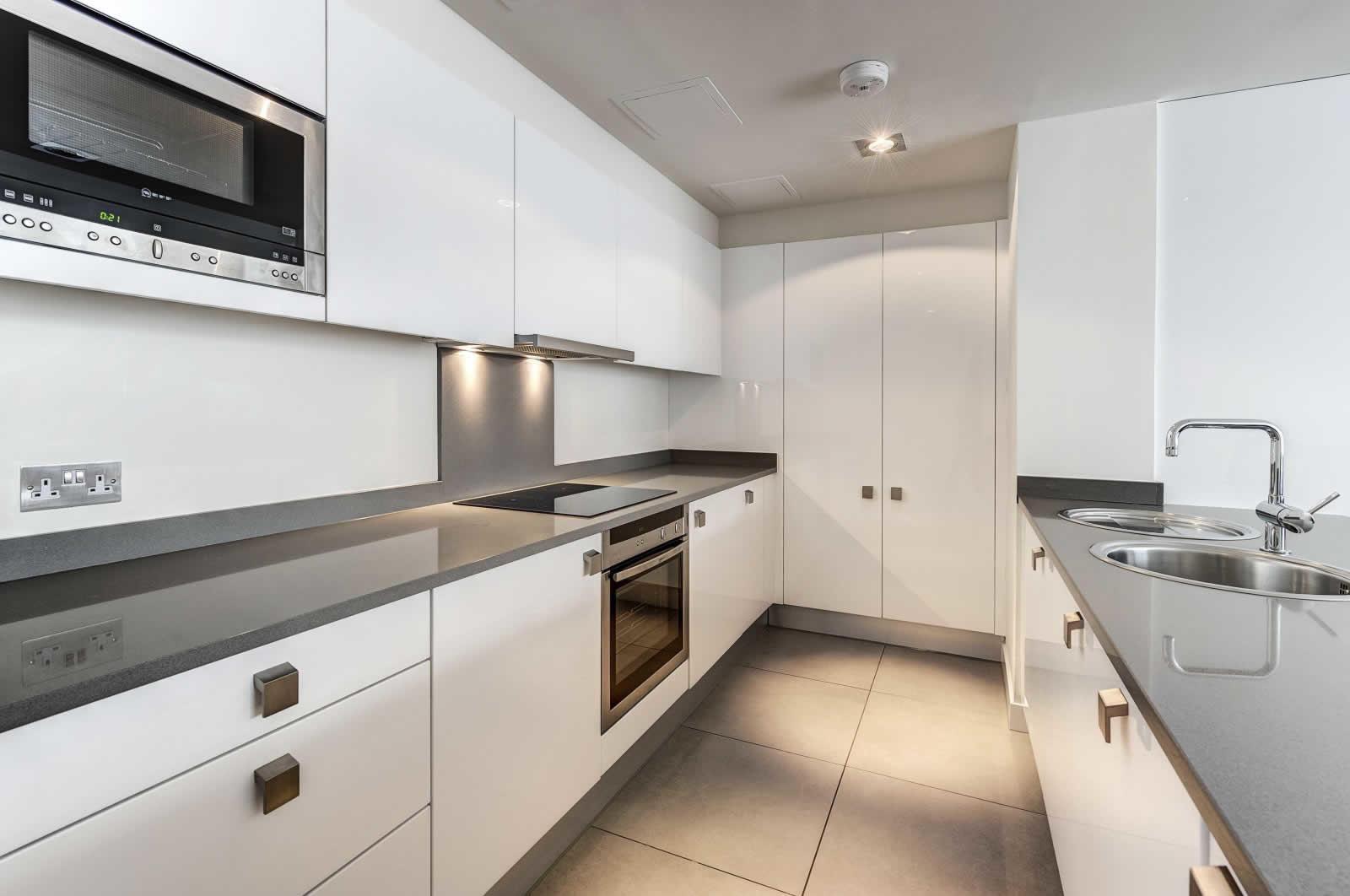 appartement-lumineux-a-louer-south-kensington-grandes-fenetres-vue-degagee-cuisine-moderne