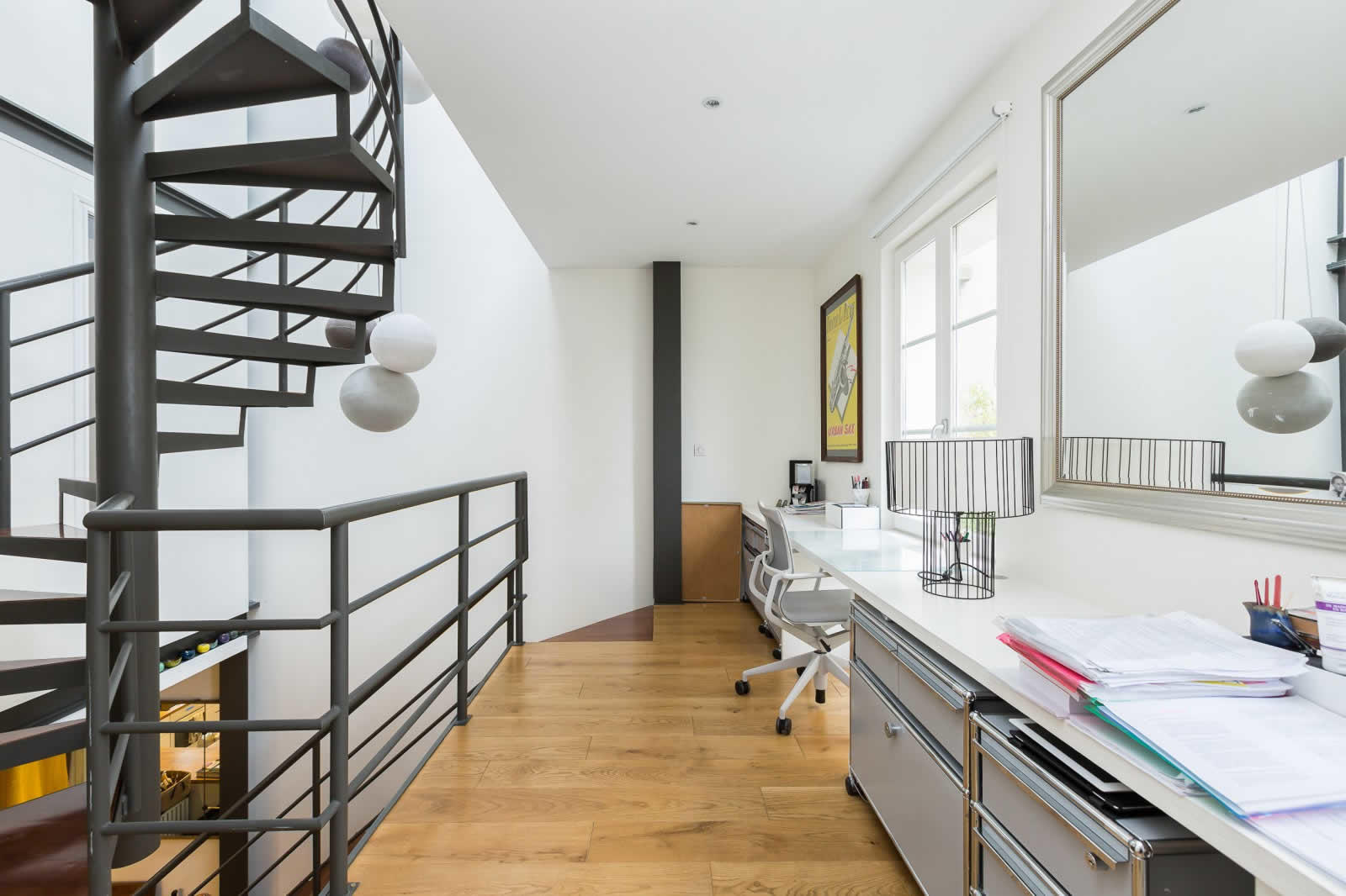rare-maison-contemporaine-a-vendre-montmartre-terrasse-amenagee-verriere-belle-cave-voutee