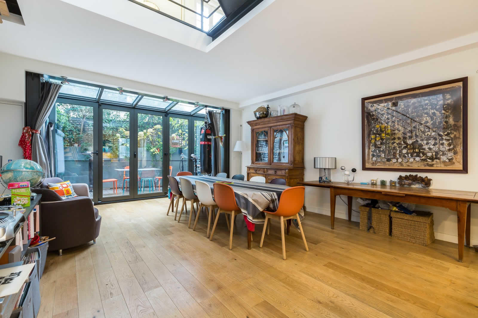 rare maison contemporaine de 198 m2 vendre montmartre paris 4 chambres terrasse. Black Bedroom Furniture Sets. Home Design Ideas