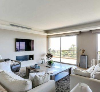 prestigious-apartment-panoramic-sea-view-for-sale-landscaped-lawn-swimming-pool-cellar-terrace-garage