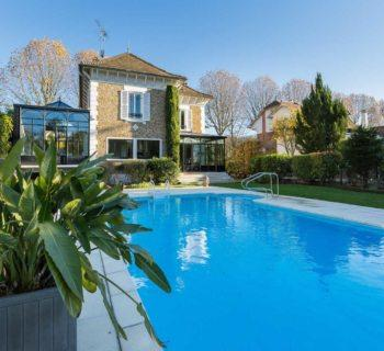 beautiful-house-view-marne-for-sale-varenne-saint-hilaire-heated-swimming-pool-veranda-large-closed-garage
