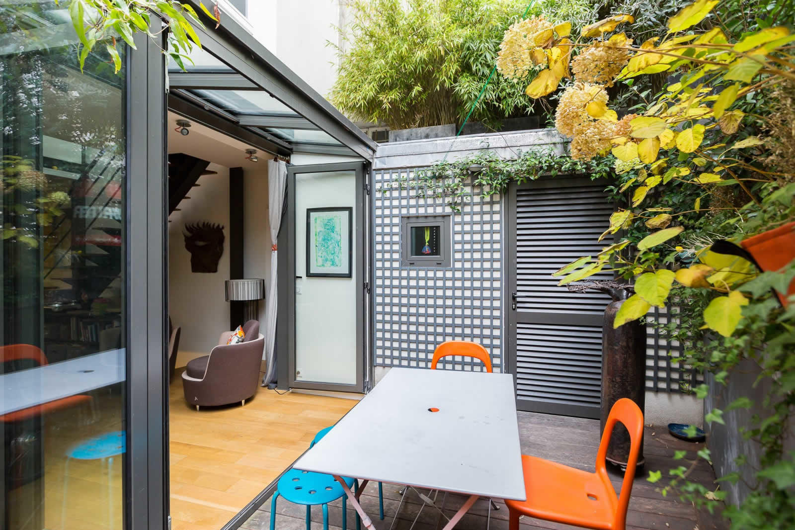 rare-contemporary-design-house-for-sale-montmartre-terrace-large-windows-vaulted-cellar