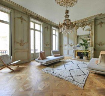 exceptional-apartment-for-sale-in-bordeaux-near-opera-grand-theatre-3-chambres-long-balcony-fireplace-garage