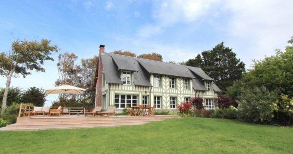 beautiful-norman-beachfront-villa-for-rent-benerville-sur-mer-fireplace-vast-terrace-tennis-court
