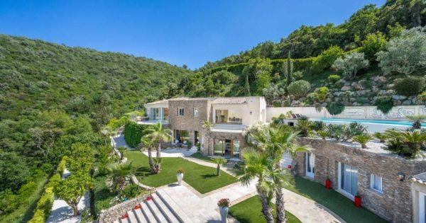 exceptional-villa-view-for-rent-gassin-sauna-gym-covered-terrace-heated-swimming-pool