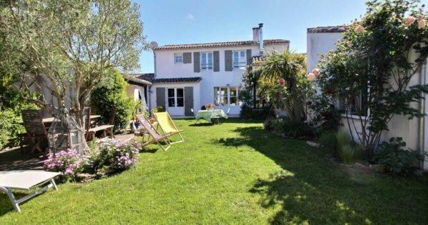 charming-house-for-sale-porte-en-re-fireplace-garage-covered-yard-area