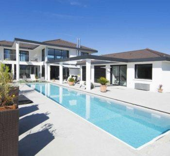 architectural-house-for-sale-gym-garden-swimming-pool-terrace