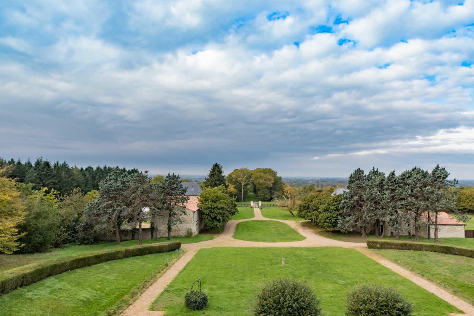 magnifique-chateau-terrain-boise-a-vendre-parc-etang-piscine