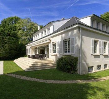 elegant-family-house-for-sale-rueil-malmaison-backyard-swimming-pool-garage-wine-cellar