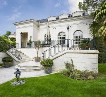 refined-white-house-for-sale-la-varenne-saint-hilaire-landscaped-garden-terrace-veranda-gym-sauna