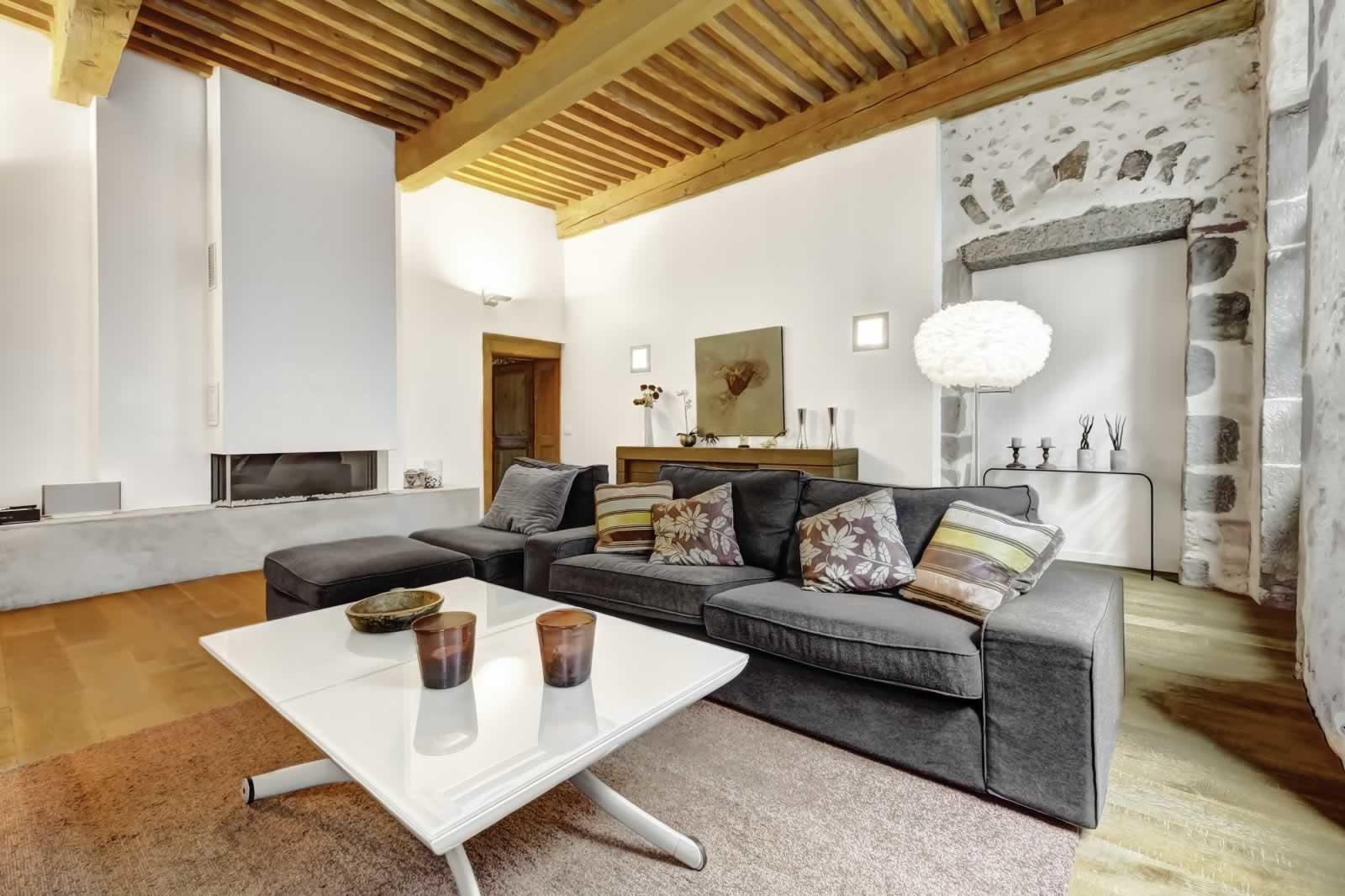 tres-bel-appartement-entierement-renove-a-vendre-vieille-ville-terrasse-balcon-cave
