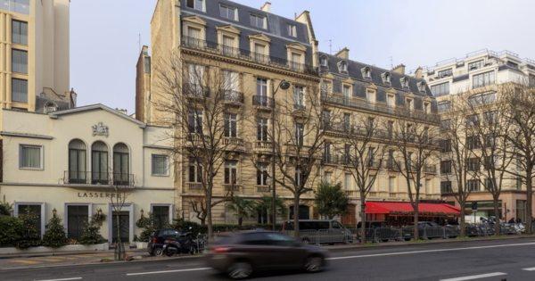 bel-appartement-face-grand-palais-a-vendre-immeuble-haussmannien-ascenseur-grenier-vue-spectaculaire