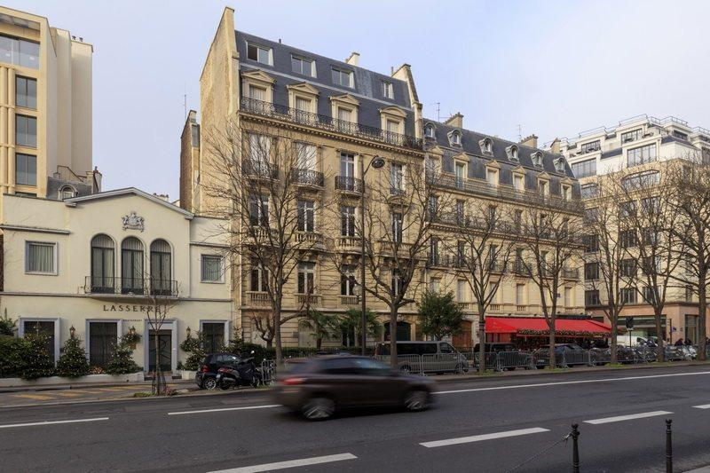 beautiful-apartment-opposite-grand-palais-for-sale-haussmann-building-elevator-attic-spectacular-view