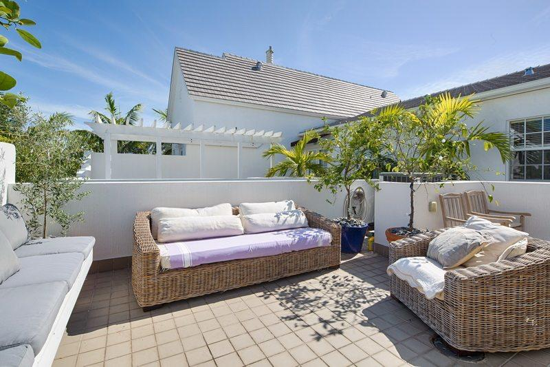 belle-maison-a-vendre-residence-privee-pine-manor-patio-barbecue-terrasse-pergola