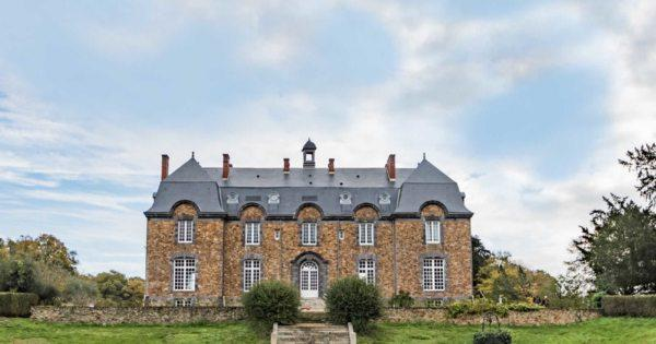 magnificient-château-countryside-for-sale-ground-pond-pool