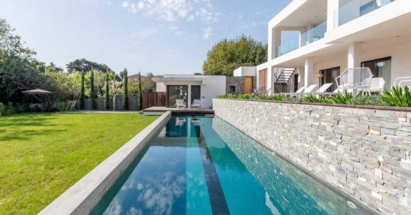 beautiful-architectural-house-view-lake-marion-for-sale-biarritz-terrace-heated-swimming-pool-garage-parking