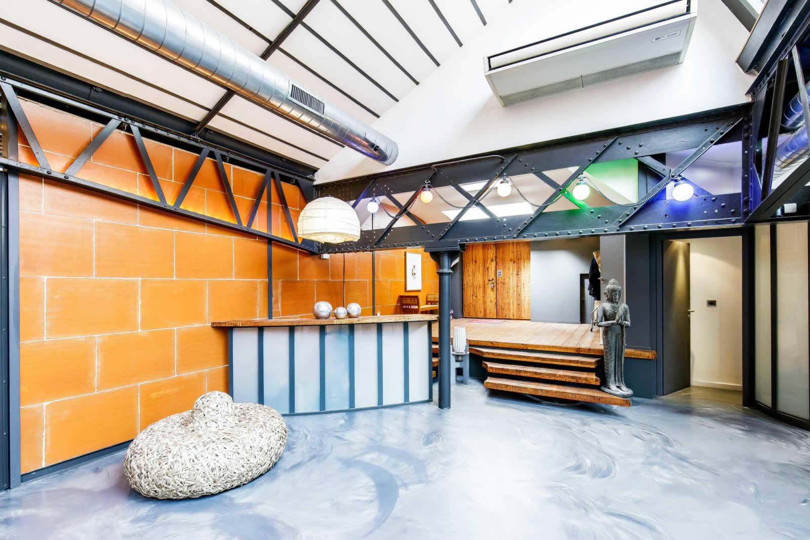 incroyable-loft-a-vendre-quai-du-rhone-renove-patios-caves-garage