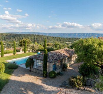 beautiful-bastide-for-sale-gordes-leberon-allpilles-terrace-park