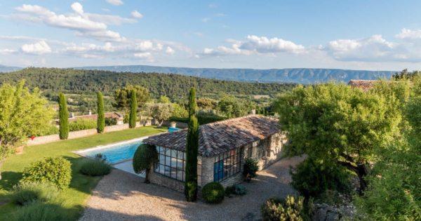 beautiful-bastide-for-sale-gordes-leberon-allpilles-terrace-park