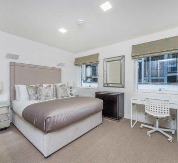 spacious-apartment-for-rent-private-building-elevator-south-kensington-opened-plan-kitchen-cloakroom