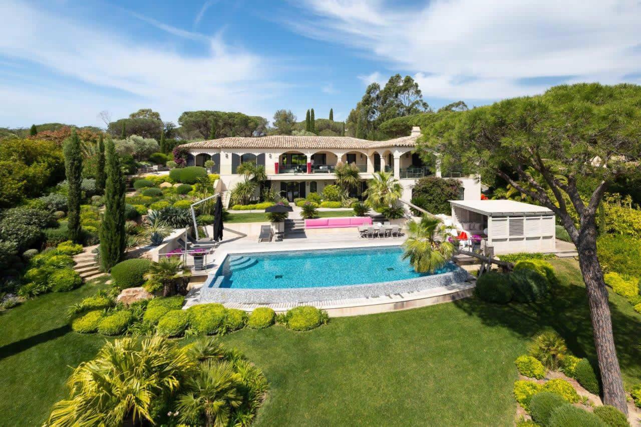 propriete-exceptionnelle-a-vendre-ramatuelle-pampelonne-vue-mer-terrasses-piscine