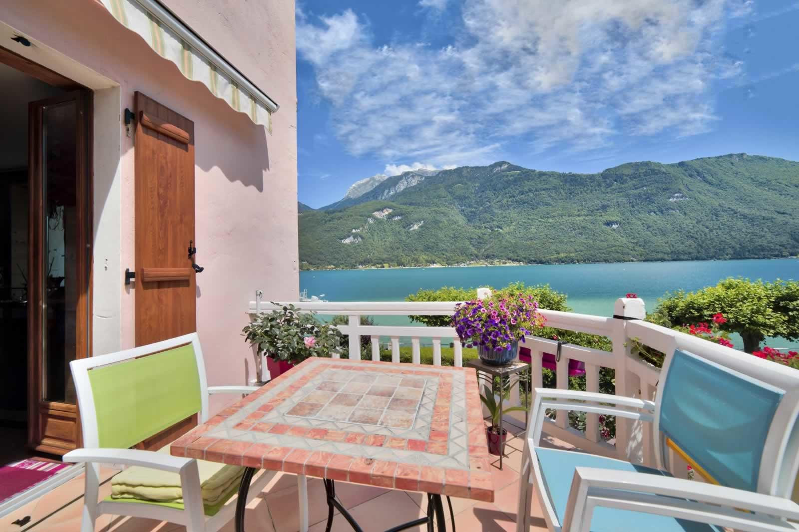 charmant appartement au bord du lac d annecy vendre. Black Bedroom Furniture Sets. Home Design Ideas