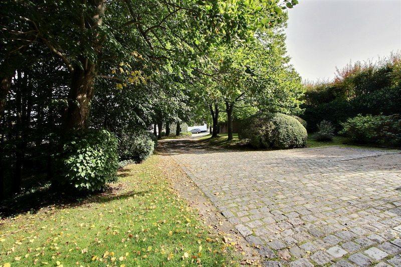 magnifique-propriete-a-vendre-maransart-lasne-dressing-buanderie-terrasse-potager-conciergerie-parking