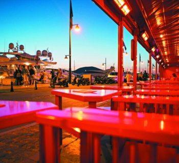 senequier-brasserie-chic-cafe-patisserie-terrasse-port-ambiance-mediterraneenne