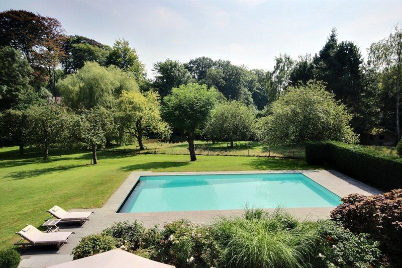 villa-luxe-piscine-a-vendre-braine-lalleud-lillois-terrasse-plein-sud-reception-sauna-grand-garage