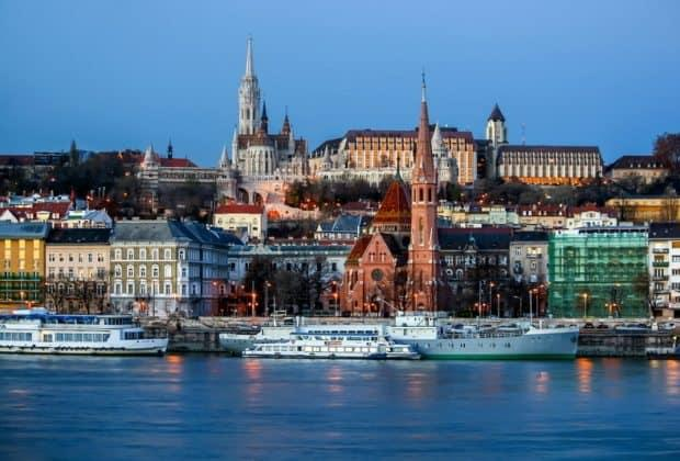 budapest-hungary-capital-perl-danube-culture-art-history