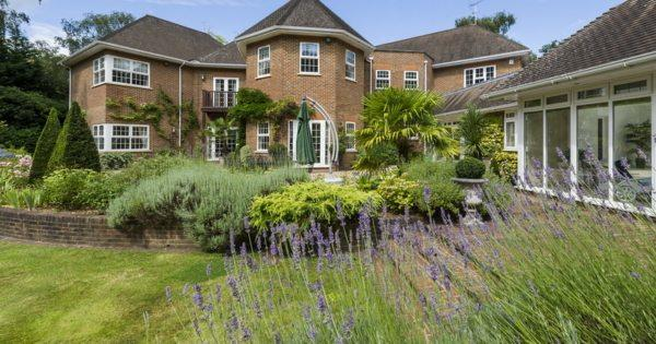 magnificent-family-home-for-sale-wentworth-estate-virginia-water-balcony-indoor-swimming-pool-garage