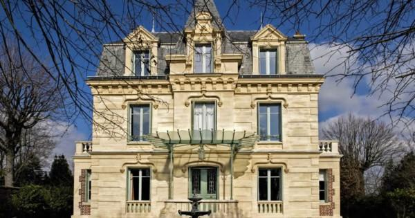 high-end-hotel-particulier-19th-century-for-sale-quite-area-chatou-terrace-garden-sauna-jacuzzi-garages