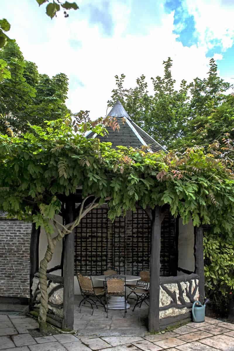 bel-hotel-particulier-classe-19eme-siecle-a-vendre-quartier-calme-chatou-terrasse-jardin-sauna-jacuzzi-garages