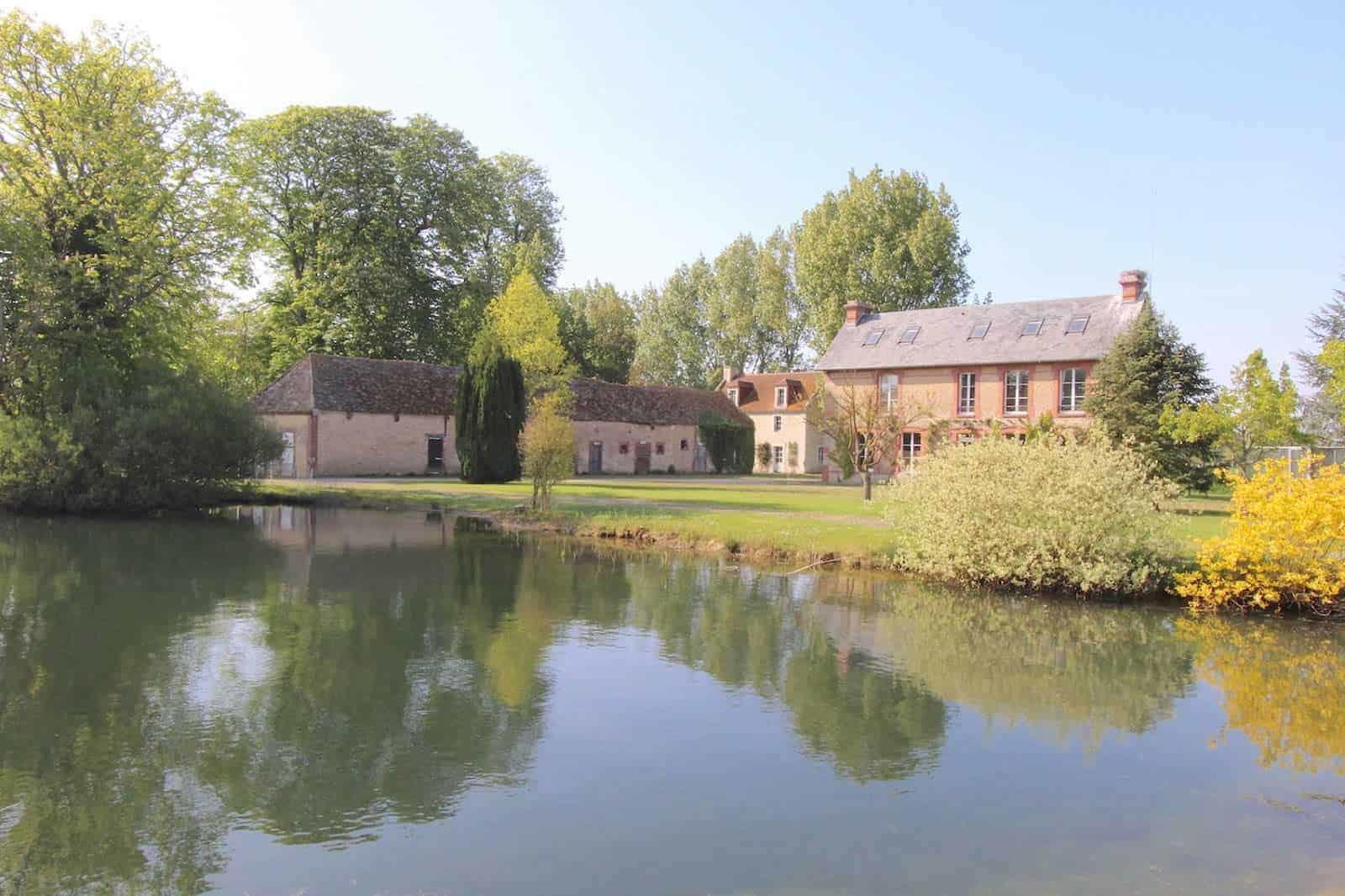 superbe-manoir-restaure-a-vendre-cheminee-garages-bergerie-piscine