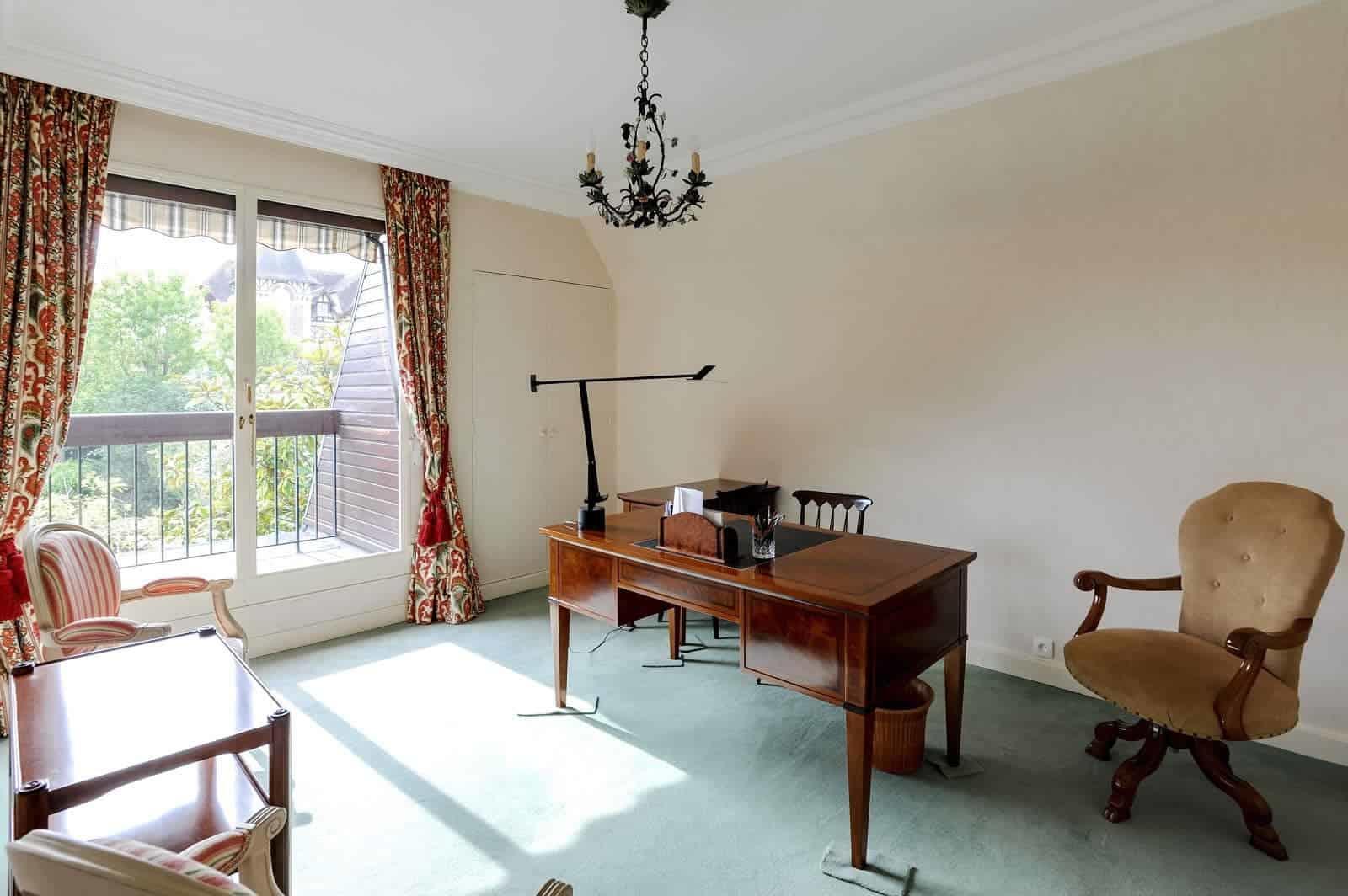 villa-contemporaine-a-vendre-cabourg-cheminee-terrasse-plein-sud-jardin