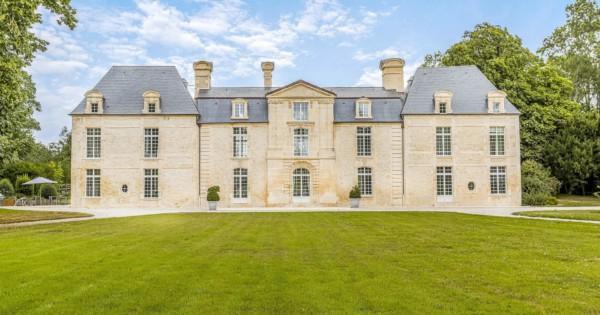 tres-beau-manoir-a-vendre-caen-cheminee-escalier-majestueux-ecuries-garages