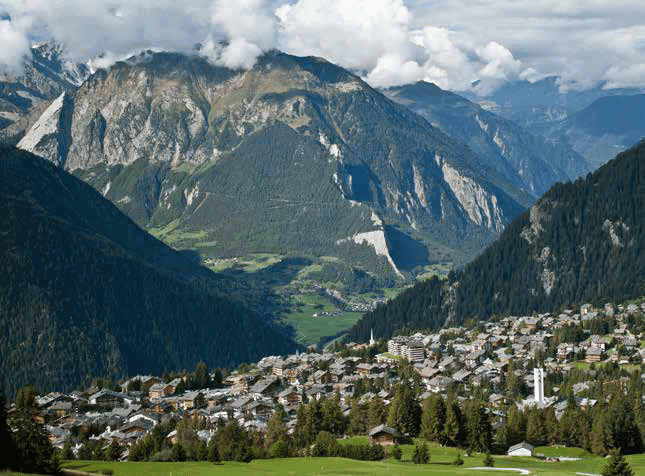 top-5-mountain-destinations-secondary-residences-swiss-alps-gstaad-verbier-crans-monta