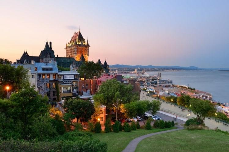 BARNES Québec
