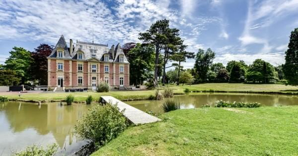 chateau-entierement-renove-a-vendre-caen-sauna-terrasses-grand-terrain