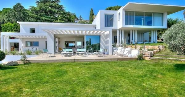 beautiful-contemporary-villa-for-rent-la-croix-des-gardes-garden-lounge-swimming-pool-panoramic-sea-view