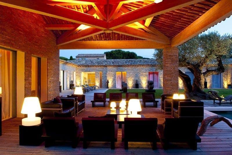 location-vacances-exceptionnelle-jardin-piscine-chauffee-garage