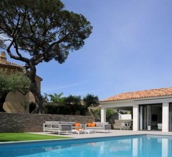 villa-design-contemporain-a-louer-piscine-barbecue-garage