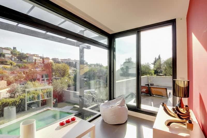 villa-moderne-jardin-piscine-a-vendre-cannet-grandes-baies-vitrees-terrain-petanque