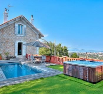 villa-unique-a-louer-vallauris-terrasse-piscine-jacuzzi-parking