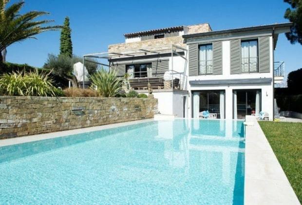 charmante-villa-contemporaine-a-louer-terrasse-terrain-petanque-piscine-chauffee