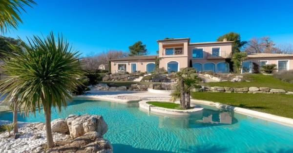 large-luxury-villa-for-rent-mougins-terrace-panoramic-view-jacuzzi